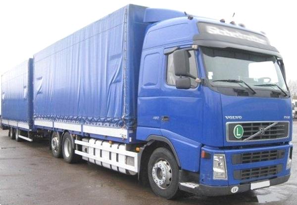 грузовик синего цвета