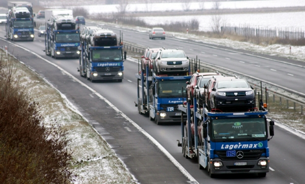 пять грузовиков на автобане